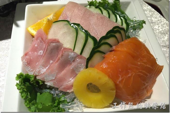 宜蘭渡小月餐廳。冷盤-生魚片。這裡的生魚片非常新鮮好吃,有一定水準。