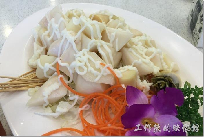 台北瑞芳-東北角鼻頭阿珠老店活海鮮。冷筍沙拉。雖然來海產店吃海鮮為主,但還是得配點蔬菜,這涼拌冷筍不苦好吃。