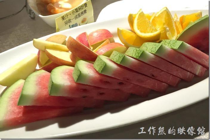 宜蘭渡小月餐廳。餐後水果。這裡的水果硬是比前一天的好吃,原因是水果新鮮而且有冰過。