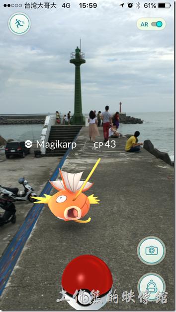 台南安平觀夕平台防波堤尾端的地方有一隻燈塔,也是個寶可夢給站,這裡可是經常會出一些稀有神奇寶貝,不過要有耐心,因為也不是經常出。