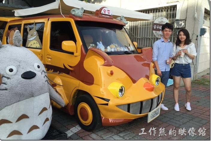 台南-安平-貓小巴。很多遊客第一次看到這麼Cute的龍貓餐車,都會忍不住拍照留念一下。