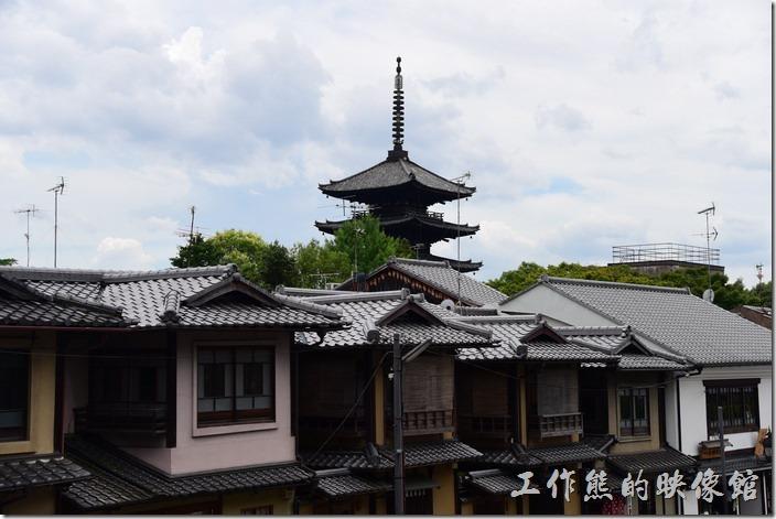 日本清水寺。看了一下地圖,這支尖塔應該為【法觀寺八坂塔】。