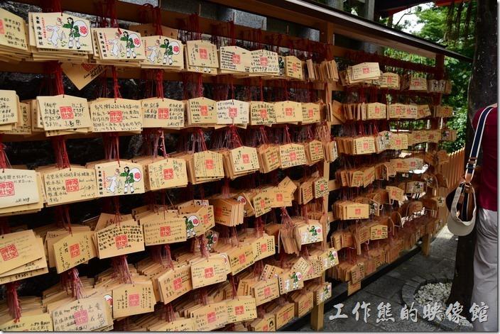 日本-京都清水寺。反正繪馬就是祈願用的掛牌,這是一門很好賺的生意。