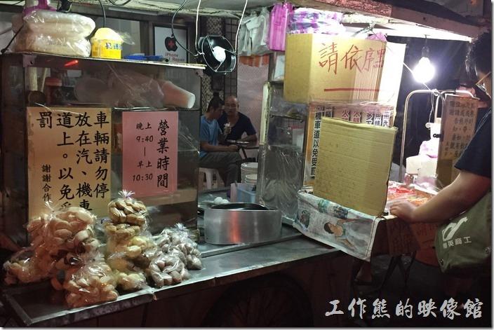 台南-豆奶宗。豆奶宗除了販賣一下現做的餐點外,也販賣一些現成可以帶著走的食物。
