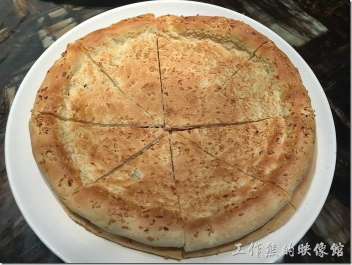昆山-北疆飯店。香饢,RMB4/張,感覺上有點像大餅,吃起來也像,這就是新疆的主食,因為沒有白飯,就店這個當澱粉主食了。