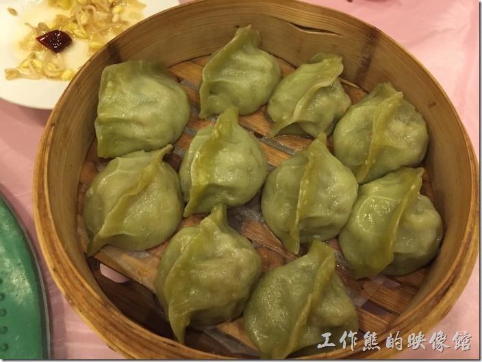 昆山-大清花餃子。松蘑蒸餃,RMB25。裡頭包有松茸及蘑菇,吃起來還蠻新鮮的。