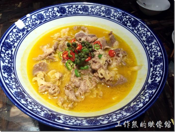 昆山-北疆飯店。金湯肥牛,RMB38。薄片牛肉好吃,就是份量有點少。