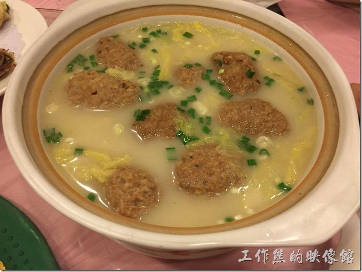 昆山-大清花餃子。素菜,RMB68。這應該是獅子頭吧!不會很油膩,做得還挺好吃的。