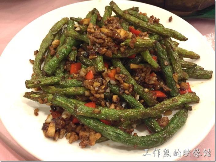 昆山-大清花餃子。乾煸四季豆,RMB32。這乾煸四季豆就是要煸到稍微有點脆脆的感覺才會好吃,這裡的乾煸四季豆就是這樣。