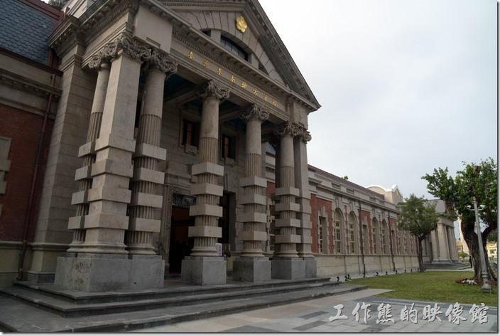 巴洛克式建築的舊台南地方法院整修完成風華再現,可惜高塔未修復