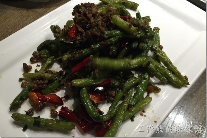 昆山-辛香匯。乾煸四季豆,RMB16。這裡的乾煸四季豆做得有點失敗,四季豆似乎乾煸的不過,咬起來軟軟的。