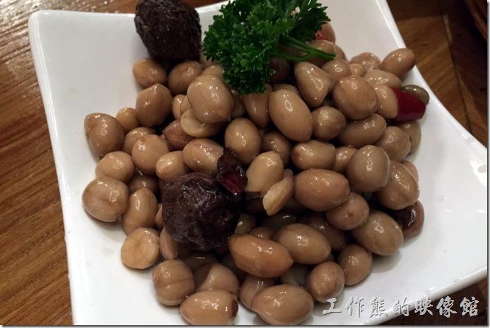昆山-芳滿庭粵菜潮汕粥品。話梅花生,RMB12。這個花生好啊!大顆飽滿,用話梅一起入味,所以吃起來燒帶點鹹味,剛剛好。