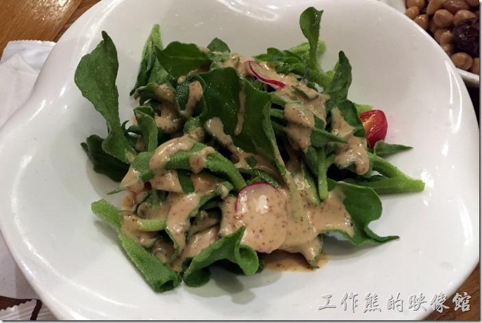 昆山-芳滿庭粵菜潮汕粥品。鮮爽冰草,RMB26。工作熊推薦一定得點這到菜來吃吃,這葉子之所以稱為「冰草」,就是一口吃下會如冰雪般入口即化,蠻奇妙的感覺。