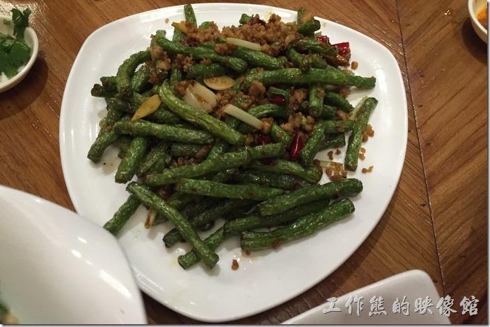 昆山-芳滿庭粵菜潮汕粥品。乾煸四季豆,RMB23。這裡的乾煸四季豆做得比前幾天在「大青花」吃到的好,因為四季豆可以吃到爽脆的口感。