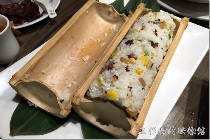 昆山-辛香匯。宜賓竹筒飯,RMB29。這竹筒飯應該有是先炒過才裝到竹筒內的,所以反而吃不太出來有竹子的香氣,反而比較像炒飯,印象中米飯用的是糯米,份量有點而給它多啊!