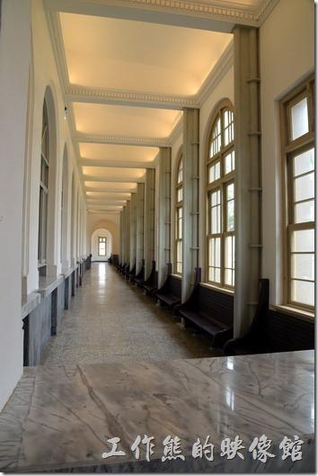 舊台南地方法院的迴廊。