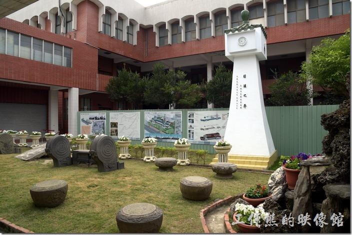 舊台南地方法院的後面有個小花園。