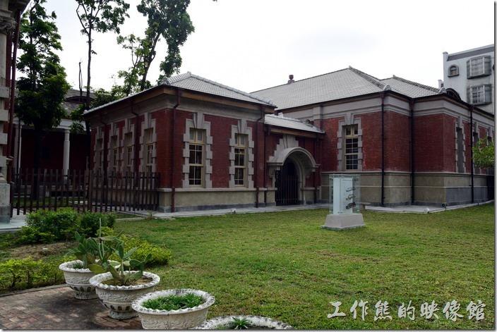 舊台南地方法院的側門。