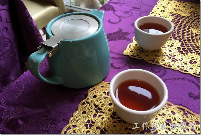台南-牡丹庭(漢風料理)。鐵觀音茶水。