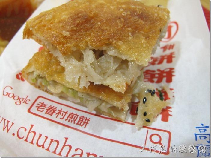 台南南港-老眷村古早味煎餅。高麗菜煎餅,NT30。工作熊覺得這高麗菜煎餅其 實也不錯,但工作熊總覺得內餡太濕了點。