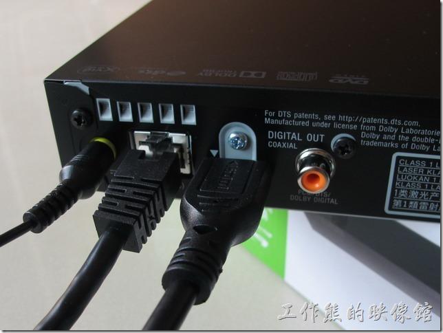 基本上把電源及HDMI線接上【SONY BDP-S1500藍光播放機】與電視就可以使用了,如果要使用網路功能就必須在接有線的網路線。