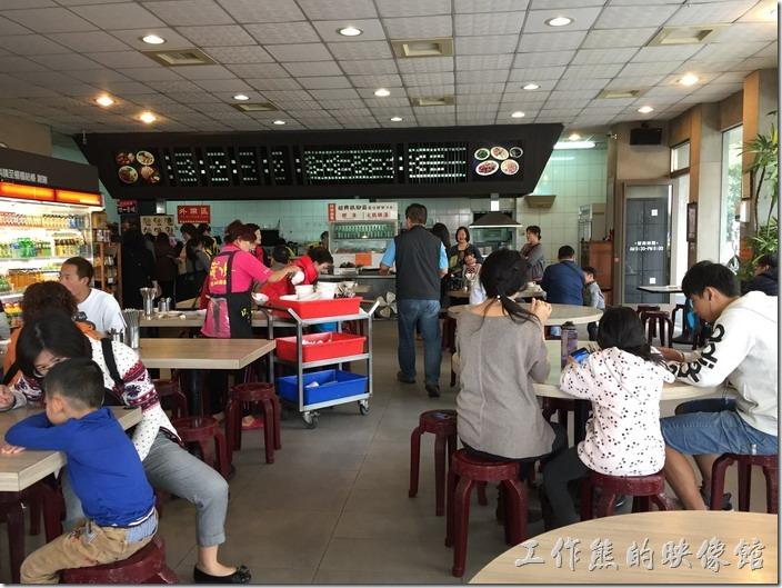 嘉義噴水雞肉飯(博愛店)餐廳內的景緻。