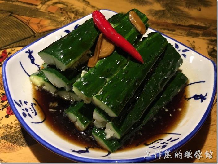昆山-大城小調。欠拍的小黃瓜,RMB8。小黃瓜真的很欠拍,根本就沒有拍碎,而且用的是新鮮的黃瓜,家上油醋的醬料就上桌。也不能說難吃,但就是沒那個味兒!