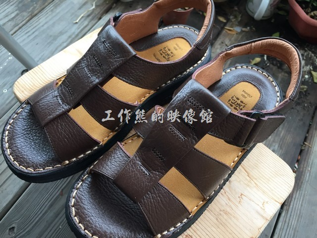 台南安平-駿益製鞋行。這是工作熊這次買的另一款涼鞋,一雙NT890。這是比較大眾款式。