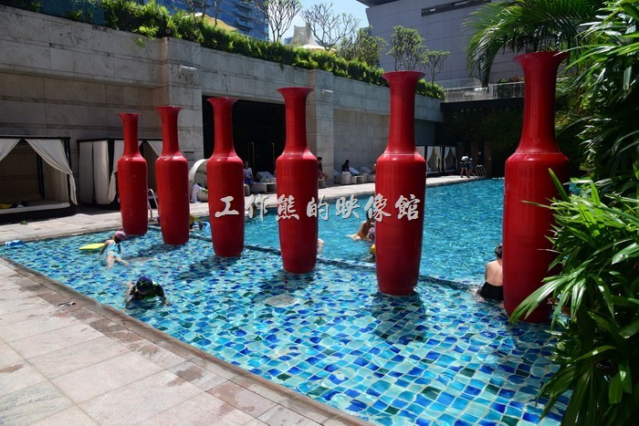 【台中林酒店】的游泳池在六樓,如果是從自助餐廳的電梯上來,會覺得走錯地方,因為六樓也是宴會廳,還要再穿過一道門,才可以見到游泳池、三溫暖、健身房等酒店設施。