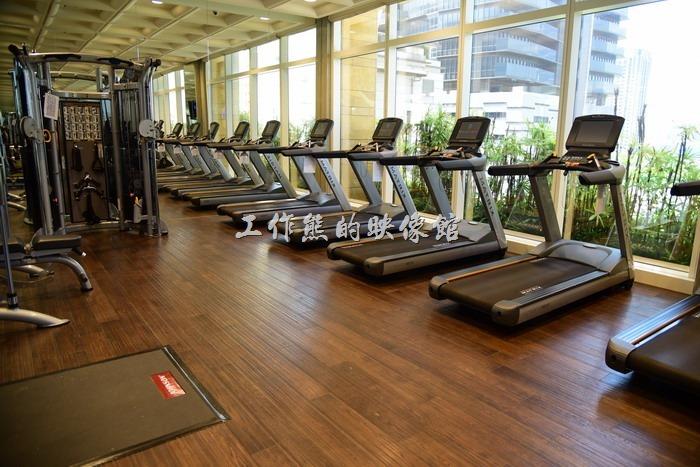 【台中林酒店】的健身房也在六樓,游泳池的旁邊。