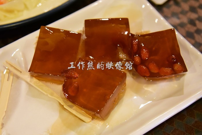 台中新社菇菇部屋。餐後甜品。枸杞木耳果凍。