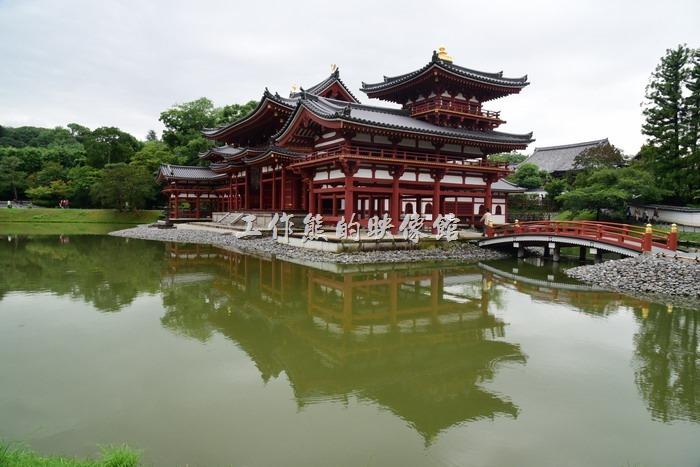 乘坐「京阪電車」於「宇治車站」下車,步行約10分鐘就可到達「平等院」。