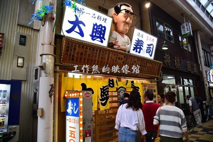 這壽司店還蠻有型的。
