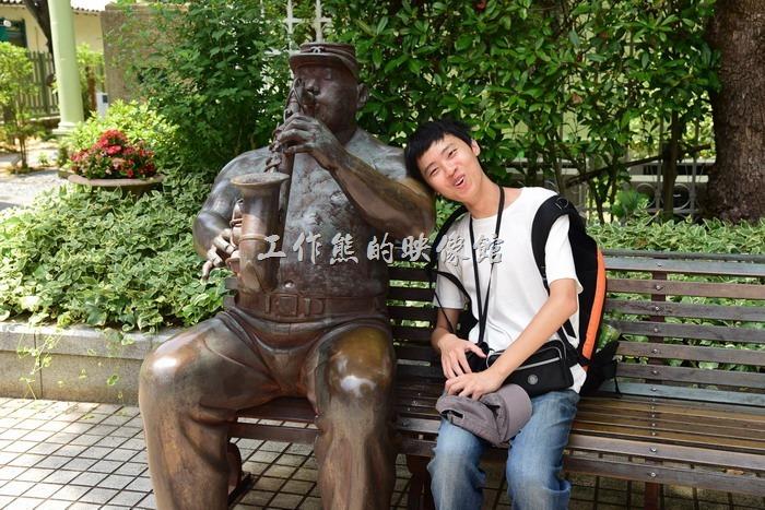 日本北野。「北野町廣場」的藝術雕像每個都栩栩如生,不過因為是銅製品,在太陽的照射後,溫度讓人不要不要的怕怕~