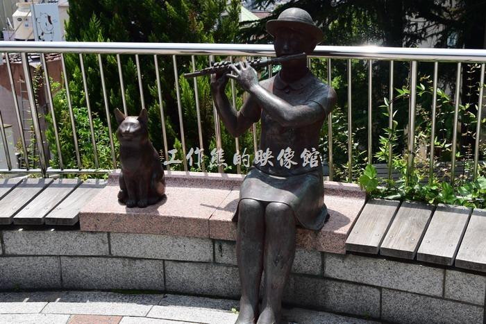 日本北野-異人館。這似乎是「北野町廣場」唯一一個女性雕像作品。