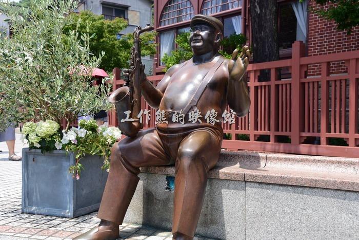 日本北野。「北野町廣場」的藝術雕像作品幾乎都是大叔類型,讓人感覺很親切。