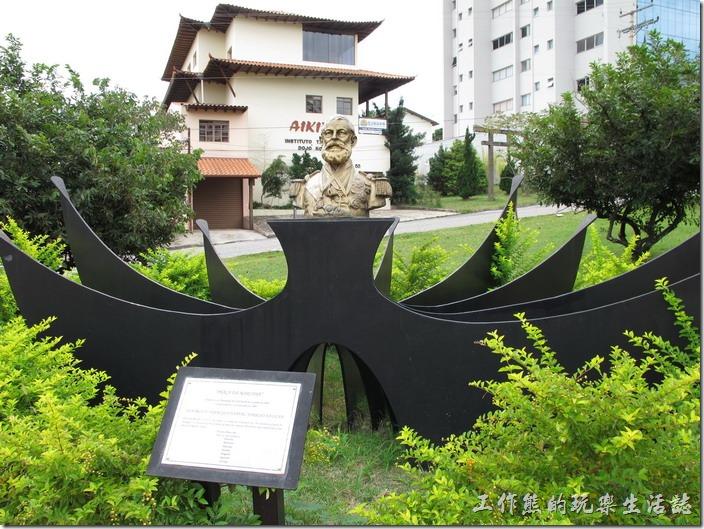 巴西-運動公園。公園旁有兩尊雕像,這應該是巴西的什麼偉人之類的。