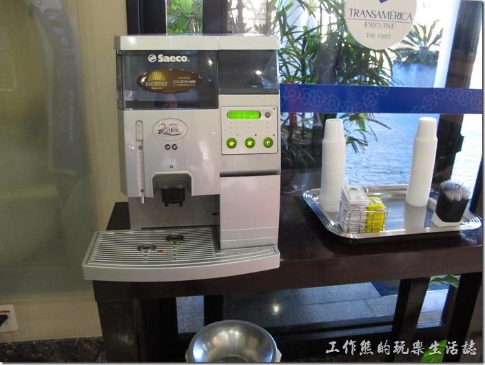 TRANSAMERICA。櫃台旁的小小大廳,有提供免費的咖啡飲用,在巴西幾乎到處都可以喝免費的咖啡,飯店有咖啡、餐廳也有咖啡。