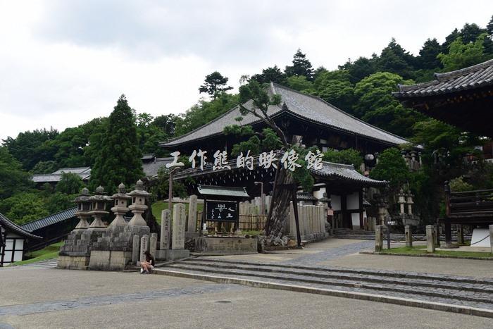 日本奈良-繪馬堂茶屋。日本奈良「繪馬堂茶屋」的附近其實也幾乎都是古蹟!所以「繪馬堂茶屋」可以在這裡開店也算是得天獨厚了,而且費用還不是很高的那種。