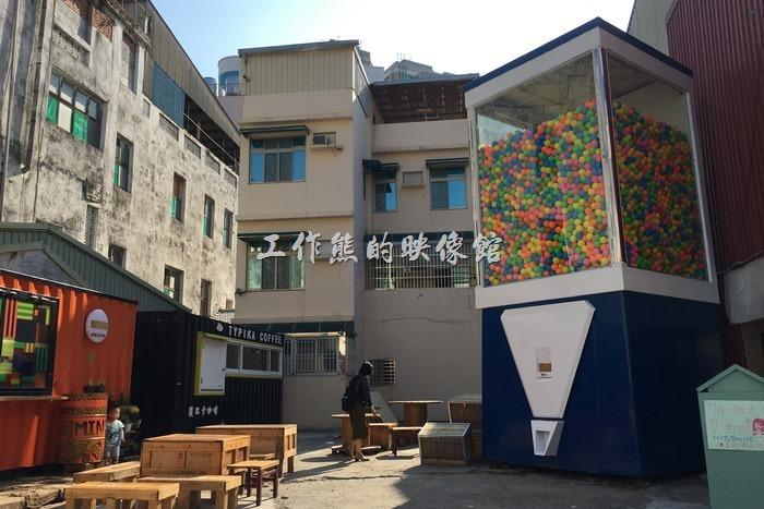 M.E.me Ball 全台灣最巨大的「扭蛋機」出現在台南衛民街