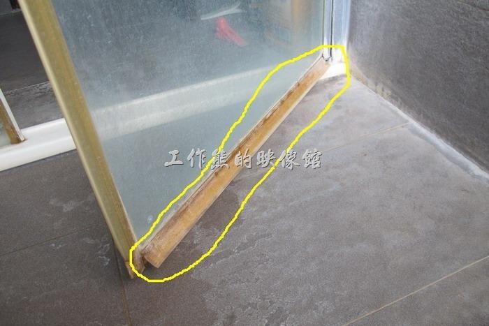 你想要DIY自己更換乾溼分離浴室玻璃門下擺的止水條、防水條或擋水條嗎?自己更換會不會很麻煩?哪裡可以買到這些浴室用止水條、防水條或擋水條呢?
