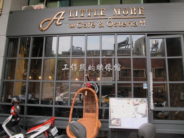 A LITTLE MORE Café & Osteria 多一點咖啡台南長榮店的外觀。