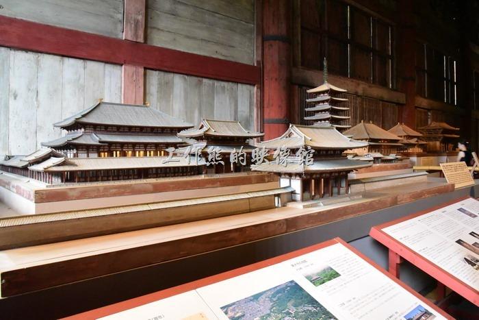 日本-奈良東大寺。東大寺的大殿後方展示有等比率縮小的建築模型,有些則是早期東大寺重建的模型。