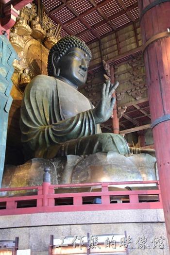 東大寺正殿供奉「盧舎那佛」,俗稱「奈良大佛」,高約15公尺,總重約380噸,是目前世界最大的青銅佛像。