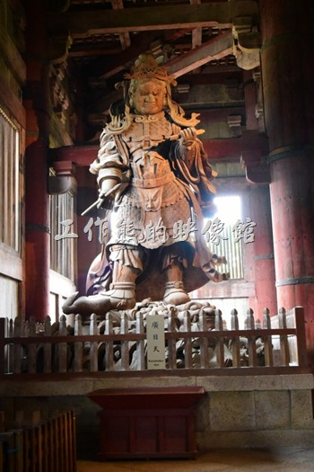 原來日本的佛寺內也有四大天王,這裡有兩尊 - 西方廣目天王。