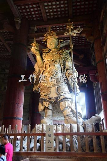 原來日本的佛寺內也有四大天王,這裡有兩尊 - 北方多聞天王。