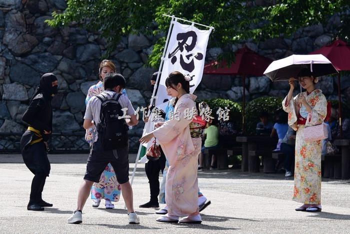 我們前往參觀「名古屋城」時剛好碰到有「忍者隊」出與遊客同樂,他們會主動與遊客互動並讓遊客拍照留念。
