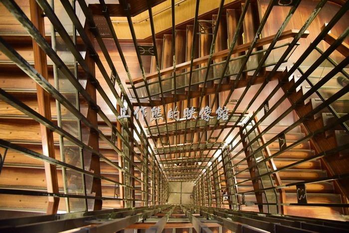 名古屋城天守閣的樓梯,拍起來感覺蠻有視覺效果的。