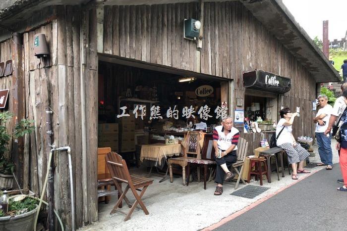 前往「鼻頭國小」前有家咖啡館