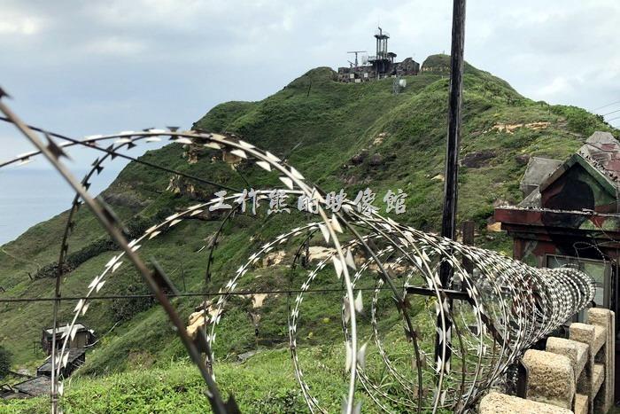 鼻頭角稜谷步道。爬到山頂處還有個海防獨立班的崗哨所,不過沒看到什麼阿兵哥!